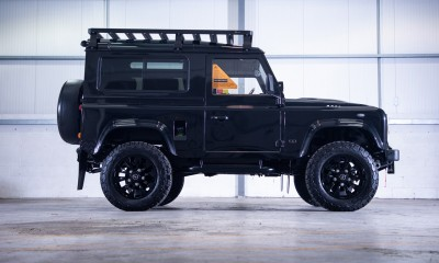 STEALTH: Land Rover Defender 90 restored by Arkonik