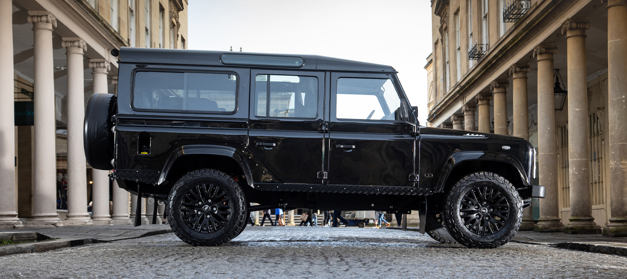 Side view of Santorini Black Defender 90